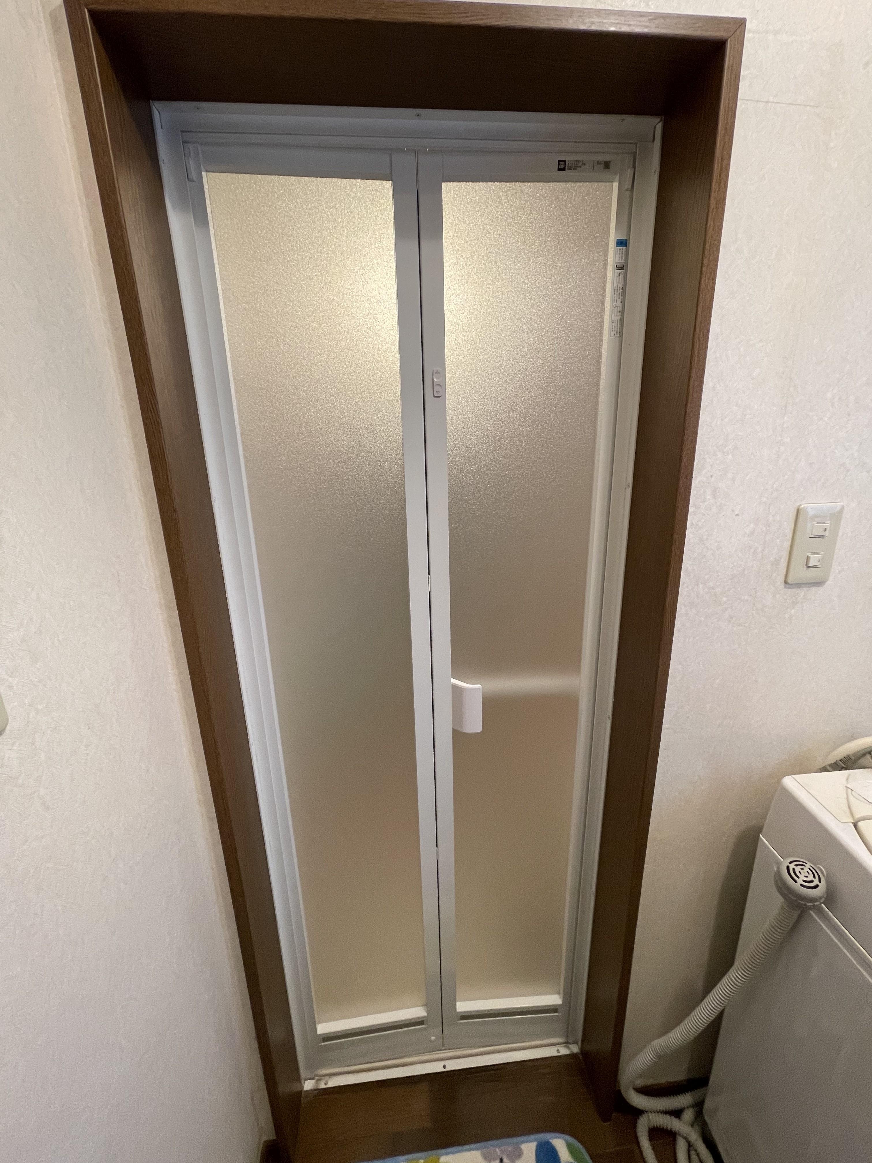 浴室ドアのカバー工法による交換工事
