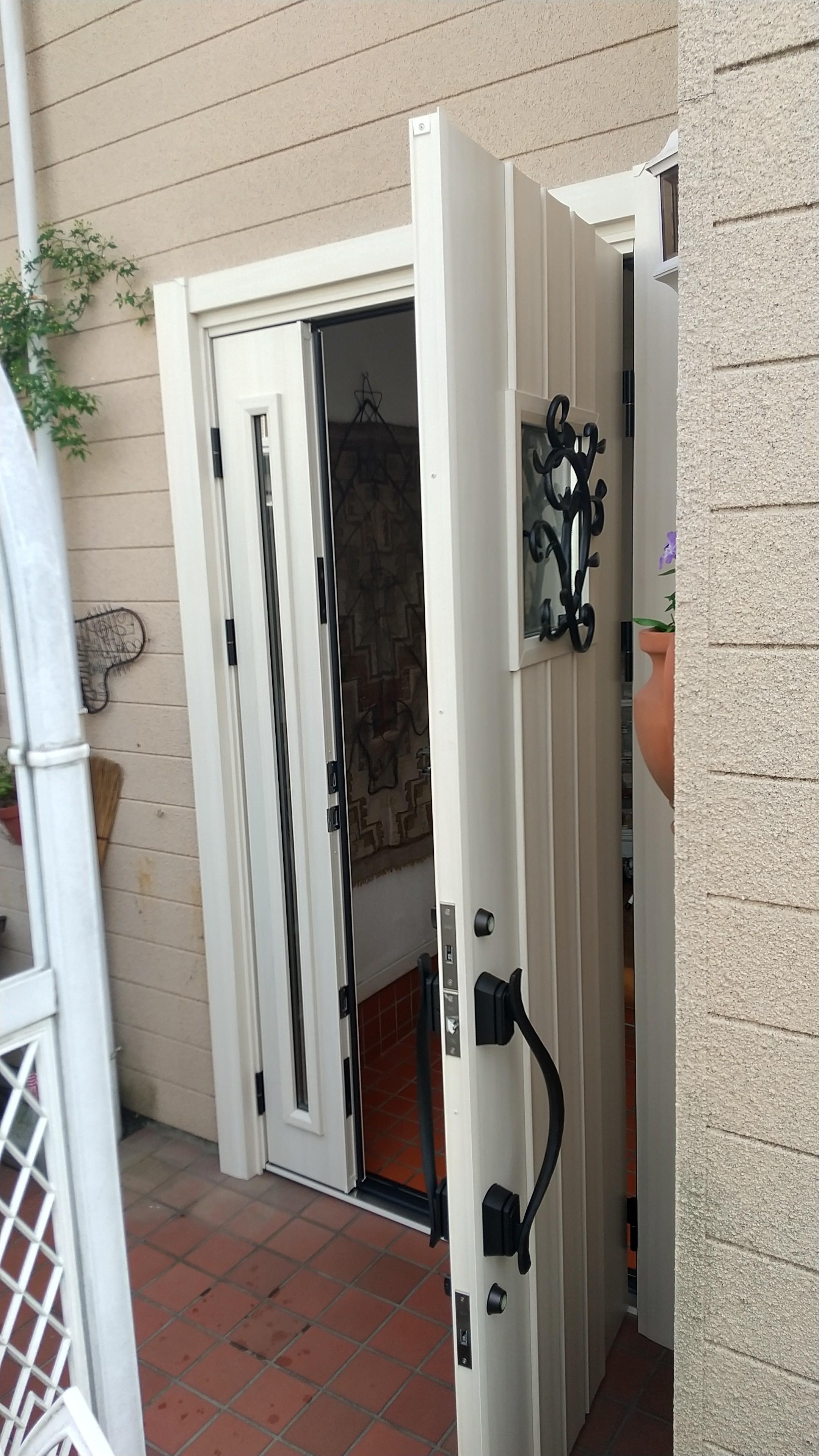 LIXILリシェント 玄関ドアの交換 両開き 1DAYリフォーム